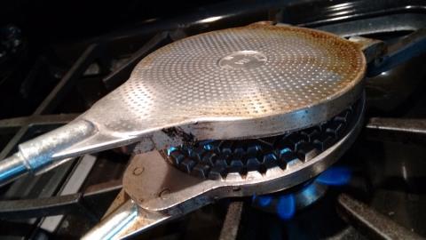 pizzelle iron2